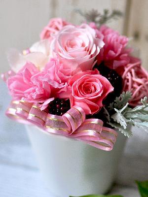 ピンクのバラの公演祝いプリザアレンジ