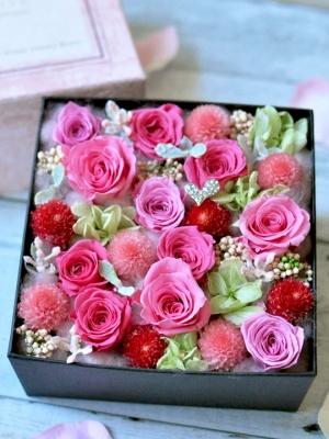 ピンクのバラのボックス型の楽屋花