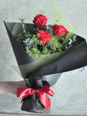 3本のプリザーブドバラのプロポーズ花束