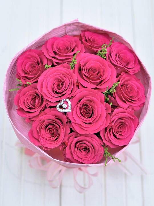 濃いピンクのバラ12本の花束