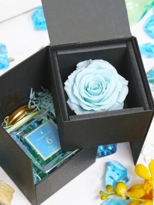 青いバラとフレグランスのプレゼントボックス