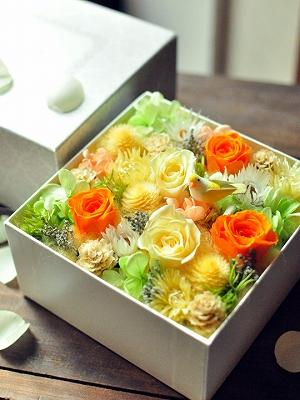 紫陽花やバラのボックスフラワー