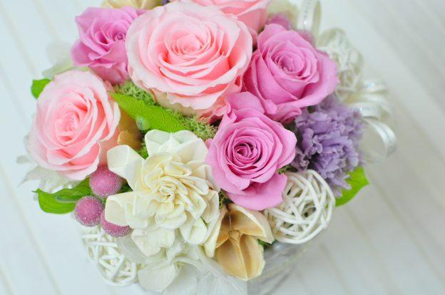 ピンクバラとムラサキのカーネーションのプリザーブドフラワー