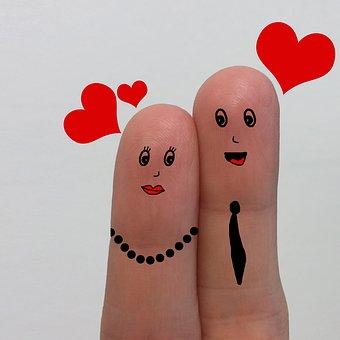 仲良しの二人を指で表現した写真