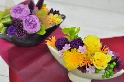 敬老の日のお祝いにぴったりな紫や黄色のお花のアレンジメント