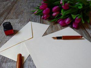 封筒と便箋と花束