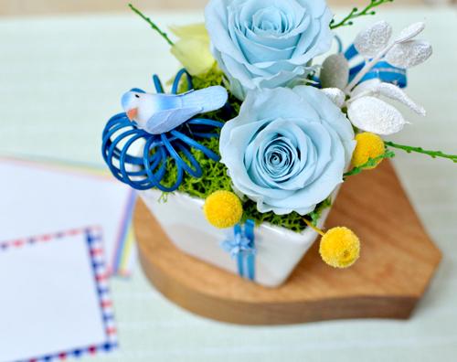 青い小鳥とバラのプリザーブドフラワー