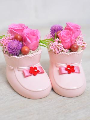 可愛いピンクのシューズのお花のアレンジメント