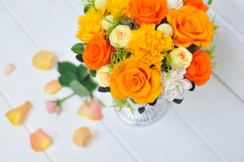 パッと華やかなオレンジ色のプリザ