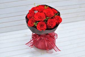 真っ赤なプリザーブドフラワーのバラのダズンローズ花束