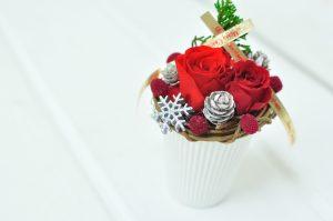 クリスマス限定の赤バラを使ったアレンジメント