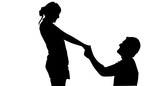 プロポーズする男女