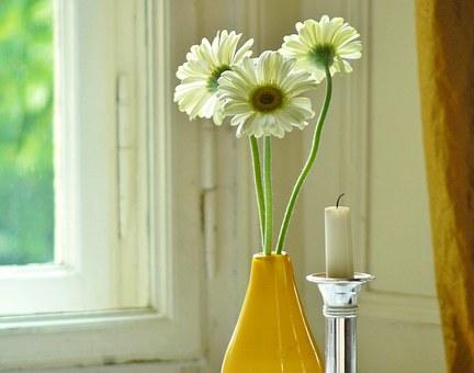 花瓶に活けられたガーベラ