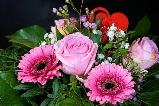 ピンクに白に赤の華やかなお花