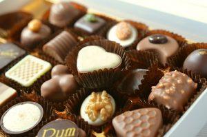 色々な種類のチョコレートの詰め合わせ