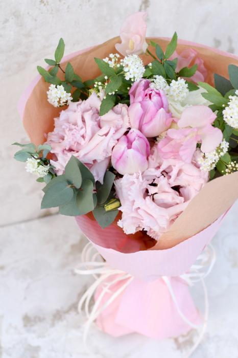 ピンクのトルコキキョウのブーケ