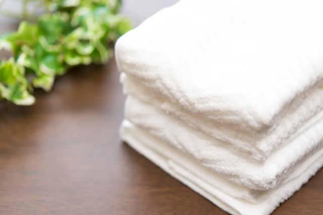 畳まれた真っ白なタオル