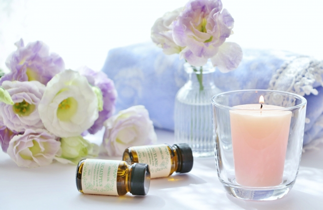 アロマオイルとキャンドルとお花のリラックスアイテム