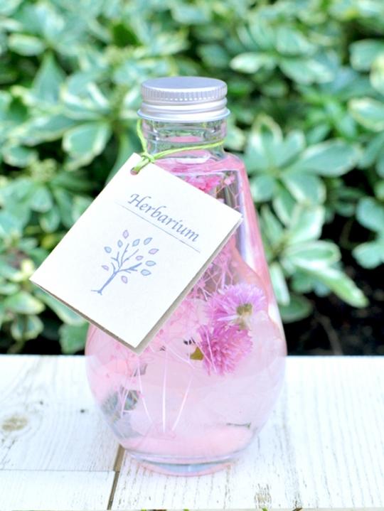 ピンクのカスミ草と千日紅のハーバリウム