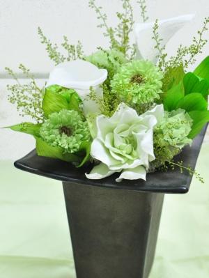 グリーンと白のお供え花