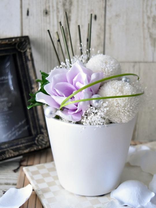 パープルと白のお供え花