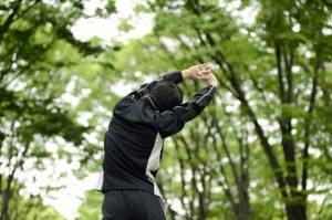 自然の中で運動する人