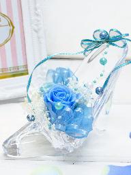 青いバラの入ったハイヒール