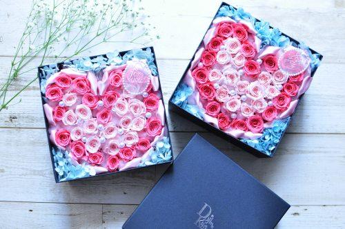 ピンクのハート型をプリザーブドフラワーのバラで作ったボックスアレンジ