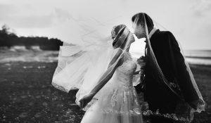 結婚式の新郎新婦の画像