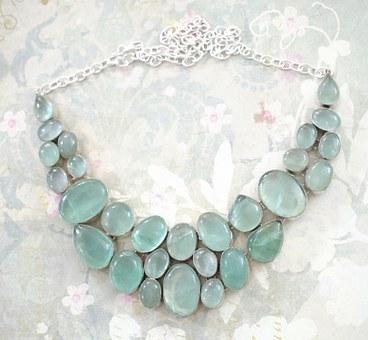 青いネックレス