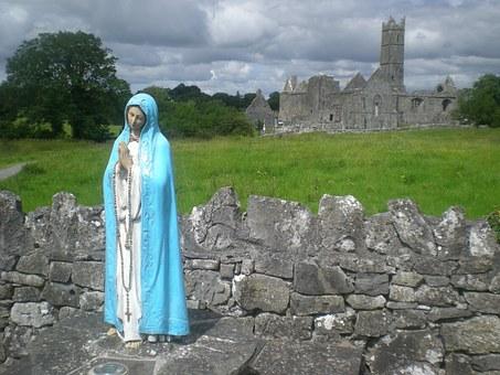 青いベールを被る聖母マリア
