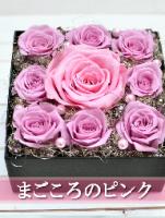 淡いピンク色のダイヤモンドローズのプリザーブドフラワーのBOXフラワー