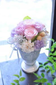 ピンクとライラックの色合いが可愛いプリザーブドフラワー