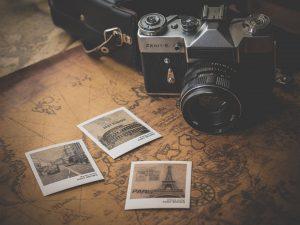 写真とポラロイドカメラ
