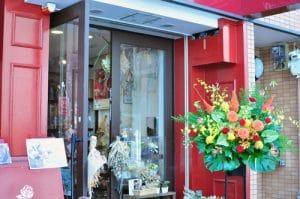 開店お祝いに飾られるスタンド花