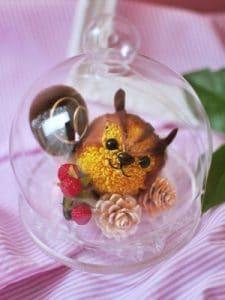 リスのプリザーブドフラワーのガラスドーム