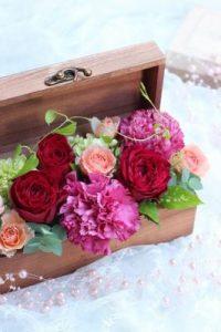 赤い花びらのバラのBOXアレンジ