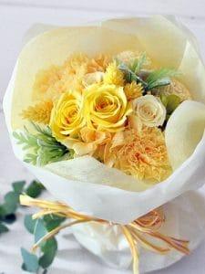 イエローのバラとカーネーションの花束
