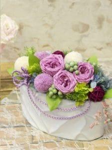 紫のバラと白いマムの和風アレンジメント